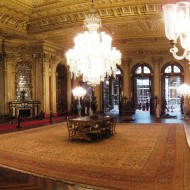 1024px-ambassadors_hall_dolmabahce_march_2008_pano